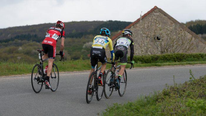 Georges, Dyball et Savickas dans l'échappée victorieuse.